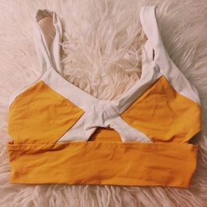 🌟cut out yellow/white bikini top🌟